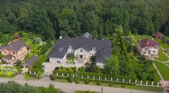 Навальный отыскал  у прежнего  основного  таможенника дом за200 млн руб.