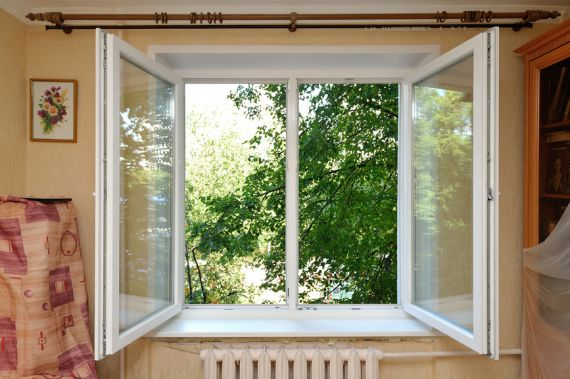 Пять народных способов «остудить» квартиру в жару
