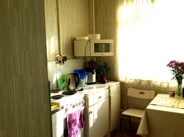 Трёхкомнатная квартира находится Череповецкая ул. , 24, м.. .