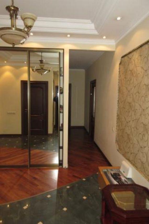 Шикарная планировка- 2 комнаты изолированы, просторная гостиная, 2 санузла, гардеробная, 2 балкона с панорамными окнами, утеплены, теплый пол.
