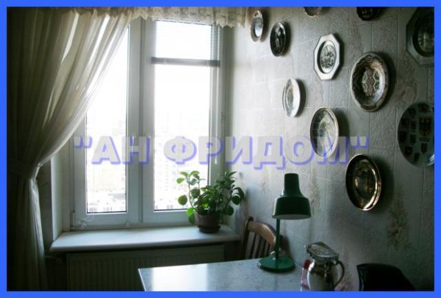 Предлагается трёхкомнатная квартира находится Яблочкова ул. .