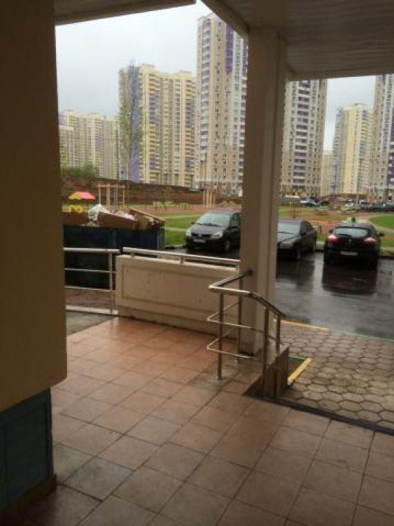 Предлагается трёхкомнатная квартира находится мельникова пр-.