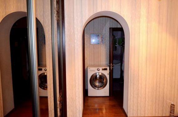 Продается 3-комнатная квартира находится белая дача мкр, 12,.