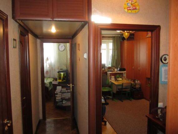 Предлагается 1-комнатная квартира находится новоалексеевская.